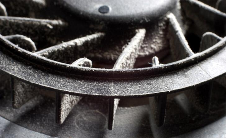 Пыль на лопастях вентилятора ноутбука